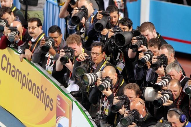 """<p class=""""Normal""""> <strong>8. Nhiếp ảnh gia với mức lương 60.000 USD mỗi năm</strong></p> <p class=""""Normal""""> Chụp ảnh chắc chắn là một trong những công việc dễ dàng nhất, bởi tất cả những gì bạn cần làm là hướng ống kính vào một đối tượng và nhấn nút. Tất nhiên, một nhiếp ảnh gia chuyên nghiệp sẽ có nhiều kỹ năng khác và họ biết chớp lấy những khoảnh khắc không thể quên của đối tượng. Ngày nay với chiếc điện thoại thông minh, hầu hết mọi người cũng có thể trở thành một nhiếp ảnh gia nghiệp dư. Một nhiếp ảnh gia chuyên nghiệp có thể dễ dàng kiếm gấp 2, 3 lần so với một nhiếp ảnh gia bình thường với mức lương 60.000 USD mỗi năm.</p>"""
