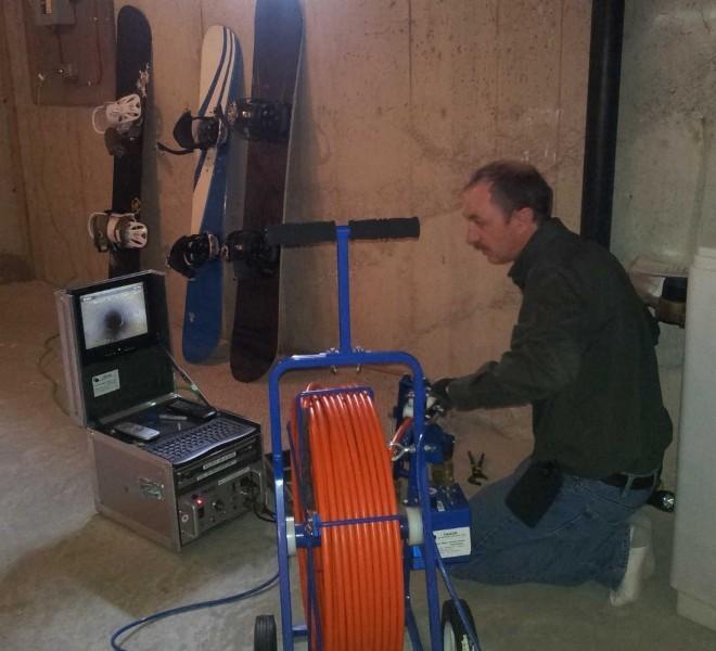 """<p class=""""Normal""""> <strong>9. Chuyên viên giám sát cống nước thải với mức lương 47.000 USD một năm</strong></p> <p class=""""Normal""""> Đừng nghĩ rằng, làm chuyên viên giám sát cống nước thải nghĩa là bạn sẽ phải ở trong chiếc cống bẩn thỉu đó cả ngày. Về cơ bản, công việc của một chuyên viên giám sát cống nước thải là điều chỉnh và bảo dưỡng thiết bị quay phim và chụp ảnh bên trong hệ thống cống nước thải. Nói cách khác, bạn sẽ chỉ cần ngồi vào một chiếc ghế êm ái và chụp ảnh, ghi hình các chất thải bên trong cống.</p>"""