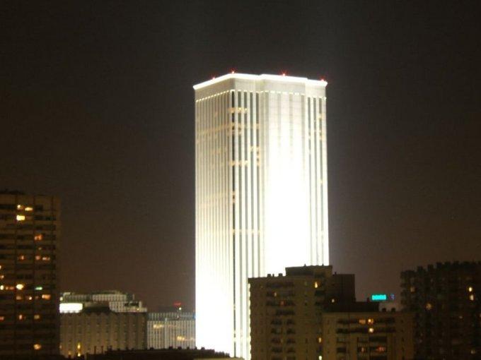 """<p class=""""Normal""""> Ông cũng mua tòa nhà cao nhất nước - Torre Picasso ở Madrid. Công trình này cao 157m và tiêu tốn 536 triệu USD.</p>"""