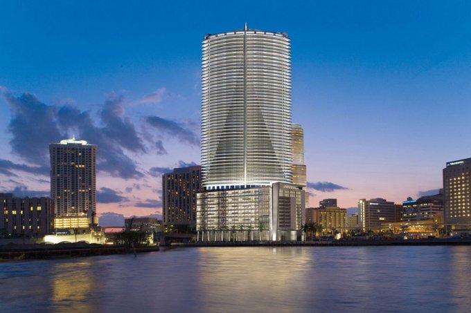 """<p class=""""Normal""""> Ông cũng sở hữu The Epic Residences and Hotel tại Miami. Đây là một trong những khách sạn xa xỉ nhất nước Mỹ.</p>"""