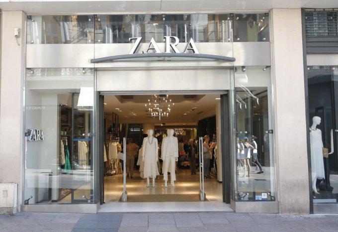 """<p class=""""Normal""""> Ortega mở cửa hàng thời trang đầu tiên cùng vợ mình khi đó - bà Rosalia vào năm 1975. Ngày nay, công ty của ông đã có hơn 6.600 cửa hàng trên thế giới.</p>"""