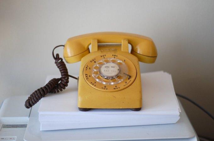 """<p class=""""Normal""""> Nếu một người bấm một dãy số trên điện thoại, những chuỗi ký tự nào có thể hình thành từ các chữ cái cùng phím với những số đó?</p>"""