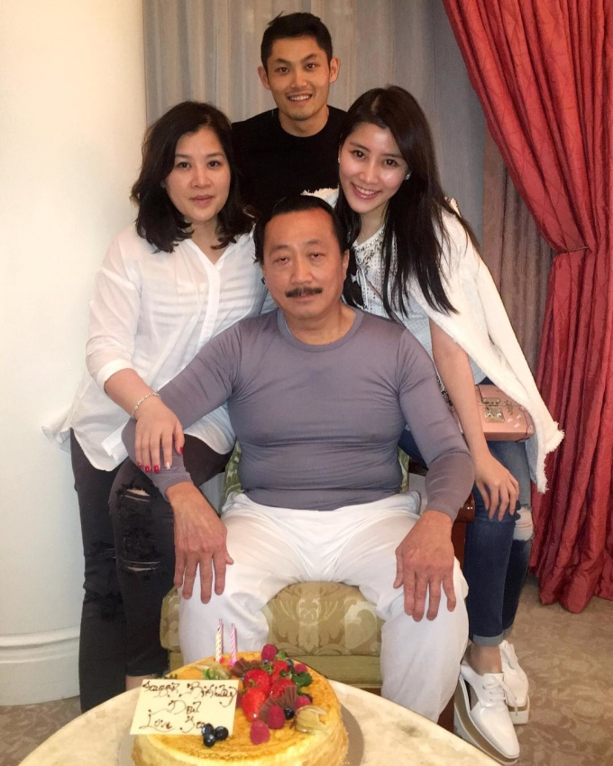 <p> Chryseis Tan năm nay 28 tuổi và là con gái Vincent Tan - người giàu thứ 20 tại Malaysia với 820 triệu USD. Theo Forbes, ông từng có khối tài sản 1,2 tỷ USD năm 2015.</p>