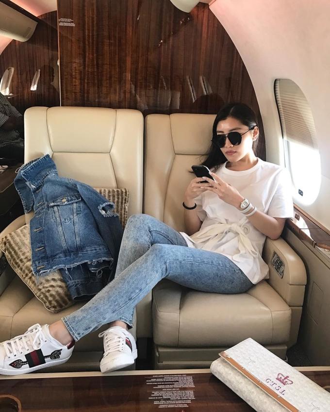 <p> Phương tiện ưa thích của cô là máy bay riêng.</p>