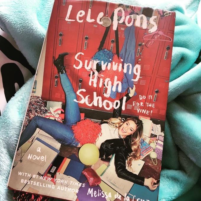 <p> Không chỉ hoạt động trong lĩnh vực thời trang, làm đẹp và hài kịch, năm 2016 Pons xuất bản cuốn tiểu thuyết đầu tay. Đây là một sản phẩm hư cấu kể về cách sống sót trong trường trung học, dựa trên kinh nghiệm thực tế của chính cô.</p>