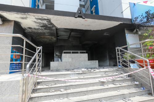 Việc Công ty 577 phủ nhận là chủ đầu tư Carina Plaza được xem nhằm tránh chịu ảnh hưởng nhiều mặt sau sự cố cháy nghiêm trọng. Ảnh: Như Quỳnh