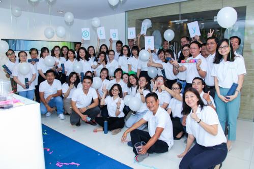 Nhân viên của Signify tại văn phòng TP HCM, Việt Nam chào đón tên công ty mới.