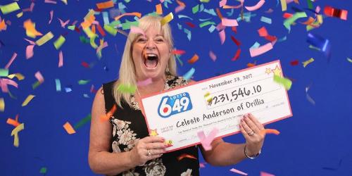 Niềm vui của khách hàng tại Ontario (Canada) khi nhận giải trúng xổ sốhơn 230.000 USD. Ảnh: OLG