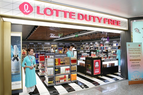 Lotte Duty Free tại sân bay Nội Bài rộng 560m2.