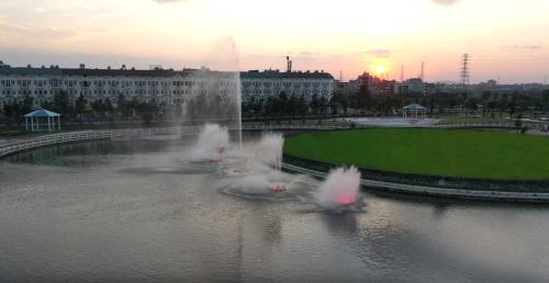 Một góc cảnh quan của Công viên Âm nhạc khi hoàng hôn xuống