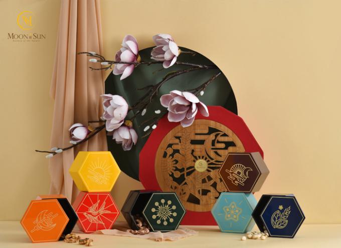 Thiết kế của các mẫu hộp quà tặng Tết 2020 là những họa tiết mùa xuân rực rỡ.