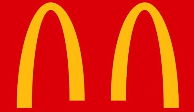 Logo McDnoalds thiết kế theo xu hướng cách biệt xã hội. Ảnh: McDonalds