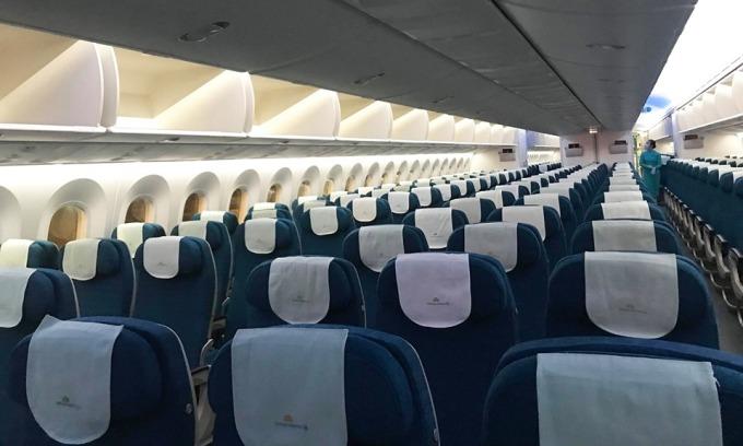 Một chuyến bay của Vietnam Airlines đầu tháng 3 từ Hà Nội đi TP HCM hầu như không có khách. Ảnh: Hải Phú.