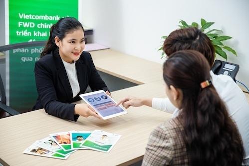 Vietcombank hợp tác phân phối bảo hiểm FWD