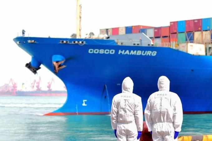 Kinh tế thế giới ra sao sau đại dịc- Một tàu container tại Thanh Đảo, Trung Quốc. Ảnh: AP