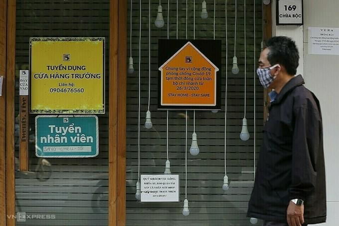 Nhiều hàng quán tại Hà Nội đóng cửa mùa dịch. Ảnh: Ngọc Thành.