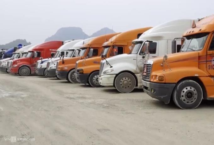 Xe chở hàng hoá ùn ứ tại cửa khẩu tỉnh Lạng Sơn. Ảnh: Bình Minh