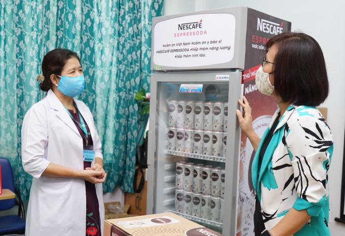Nescafe hy vọng những những lonthức uống năng lượng cà phê cùng tủ lạnh làm mát sẽ giúp giải tỏa cơn khát, tăng thêm năng lượng cho các y, bác sĩ sau những giờ làm việc mệt mỏi.
