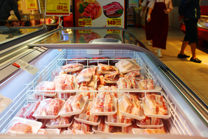 Giá thịt heo nhập rẻ bằng nửa trong nước