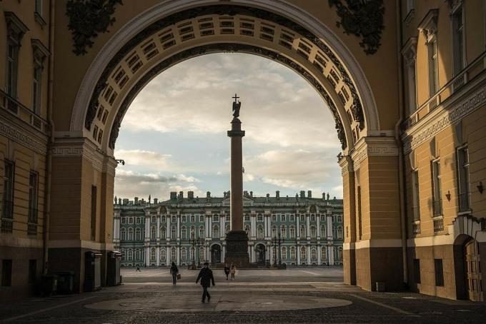 Kinh tế Nga gồng mình trong khủng hoảng kép
