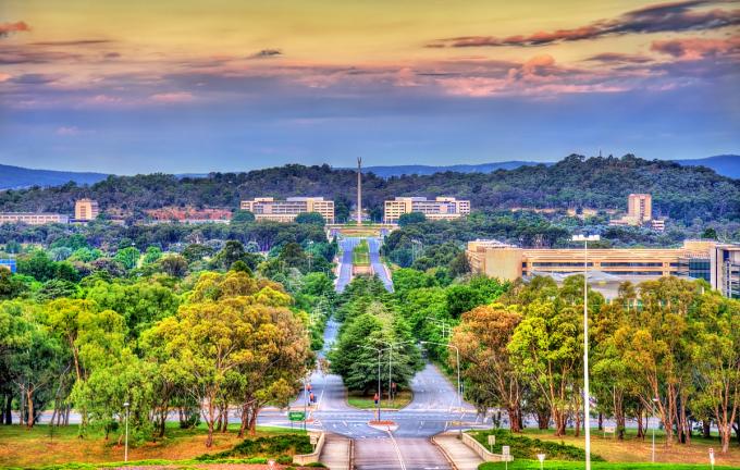 Thủ đô Canberra (Australia) được gọi là thành phố vườn bởi mật độ cây xanh dày đặc.