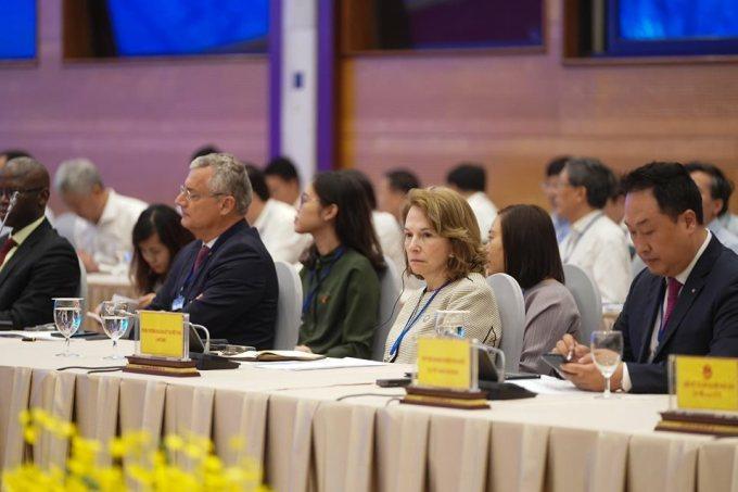 Các đại biểu tham dự hội nghị trực tuyến Chính phủ đối thoại với cộng đồng doanh nghiệp sáng 9/5. Ảnh: Quang Hiếu.