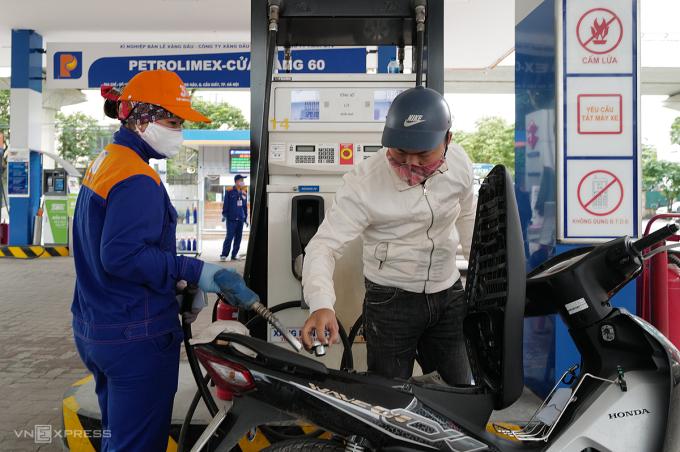 Giá xăng dầu đồng loạt tăng từ chiều nay 26/12/2020