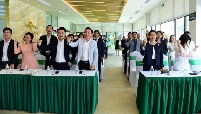 Các khách mời tham gia lễ ký kết.