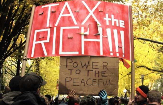 Hình ảnh trong một cuộc biểu tình ở Mỹ trước đây yêu cầu đánh thuế người giàu. Ảnh:Don Ryan/AP