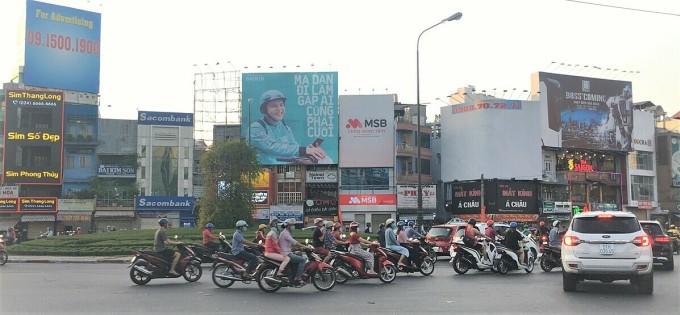 Bảng quảng cáo Baemin tại ngã sáu Cộng hòa.