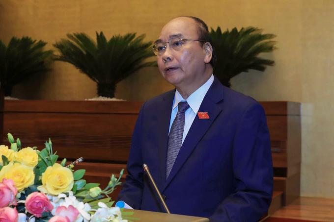 Thủ tướng Nguyễn Xuân Phúc báo cáo tình hình phát triển kinh tế xã hội tại phiên khai mạc kỳ họp 9, ngày 20/5. Ảnh: Hoàng Phong