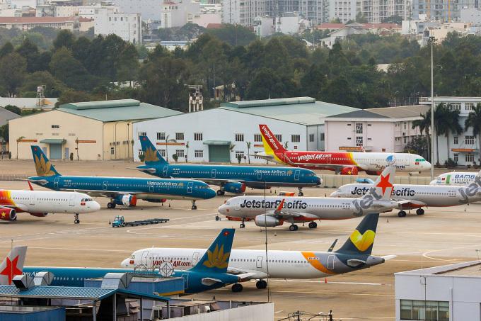 Máy bay của các hãng hàng không Việt Nam đậu tại sân bay Tân Sơn Nhất. Ảnh: Như Quỳnh.