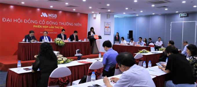 Đại hội đồng cổ đông nghe báo cáo kinh doanh năm 2019.