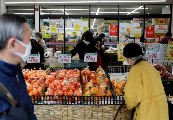 Nhật Bản lần đầu giảm phát trong 3 năm