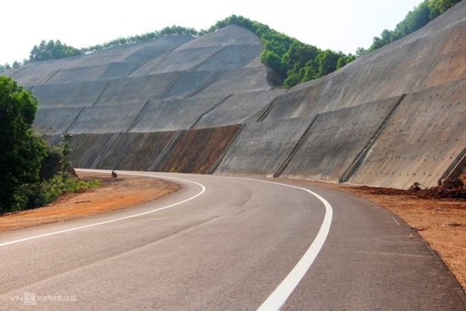 Không chuyển cả 8 dự án cao tốc Bắc - Nam sang đầu tư công