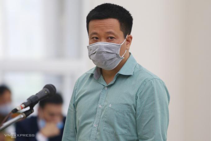 Ông Hà Văn Thắm trong phiên tòa ngày 28/4 tại Hà Nội. Ảnh: Phạm Dự.