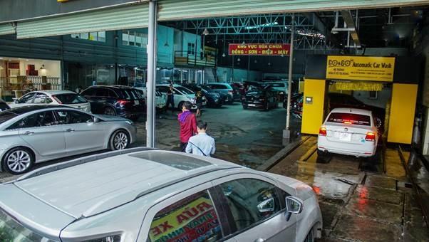 Khu vực rửa xe và làm dịch vụ tại 5S.
