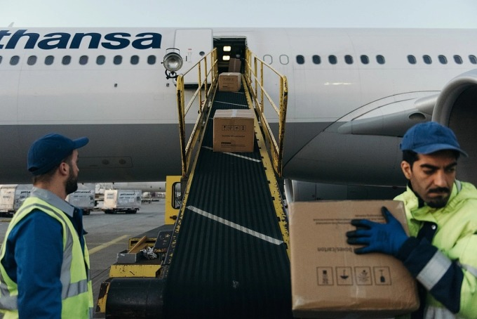 Airlines 'survive' by carrying cargo
