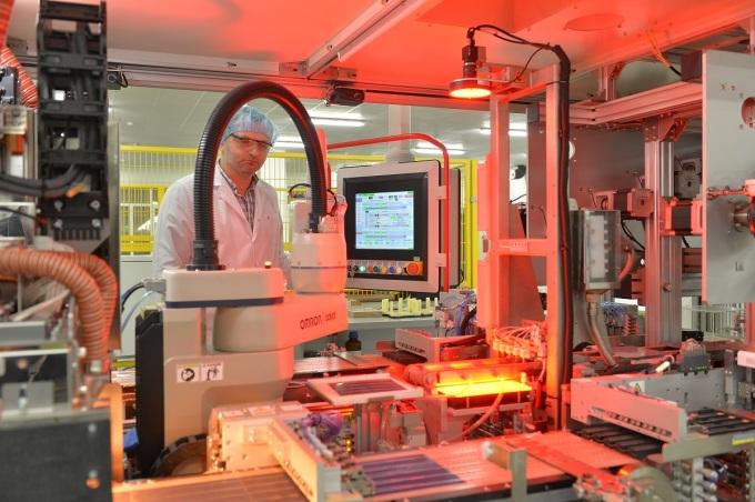 Tuổi thọ tấm pin AE Solar vượt trội nhờ ứng dụng các công nghệ mới.