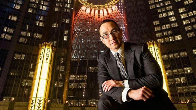 Lawrence Ho là một trong hai người con có quyền lực nhất gia đình vua sòng bài. Ảnh: Forbes