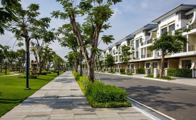 Nhiều cây xanh được trồng tại dự án Verosa Park Khang Điền.