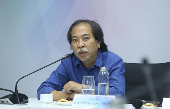 Nhà văn Nguyễn Quang Thiềutại tọa đàm Không gian sống trong đô thị hiện đại với chủ đề Những yếu tố an cư thời hiện đại hôm 26/5.