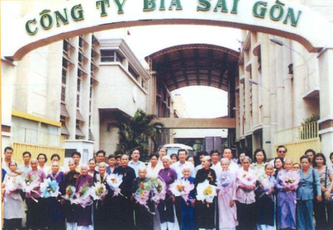 Các bà mẹ Việt Nam Anh Hùng do Sabeco phụng dưỡng. Ảnh tư liệu Sabeco chụp năm 2002.