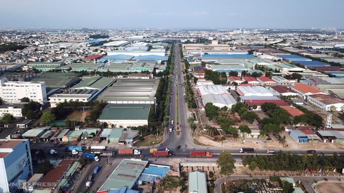 Hạ tầng giao thông kết nối từ khu công nghiệp Sóng Thần (huyện Dĩ An, tỉnh Bình Dương) tới các cảng biển, sân bay hiện đã quá tải. Ảnh: Lê Tiên.