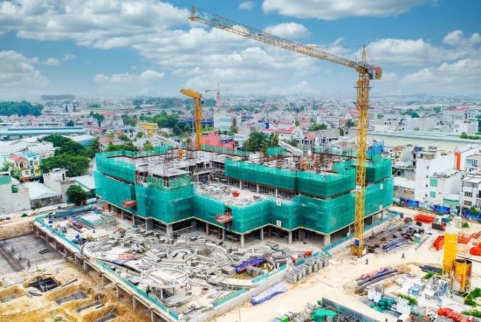Charm City đang xây dựng lên sàn tầng 6 của tòa tháp Saphire và thi công móng cọc tòa tháp Ruby