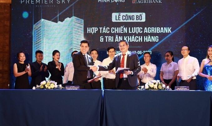 Lễ ký kết giữaAgribank chi nhánh thành phố Đà Nẵng cùng Công ty TNHH Dịch vụ Du lịch và Thương mại Minh Đông.