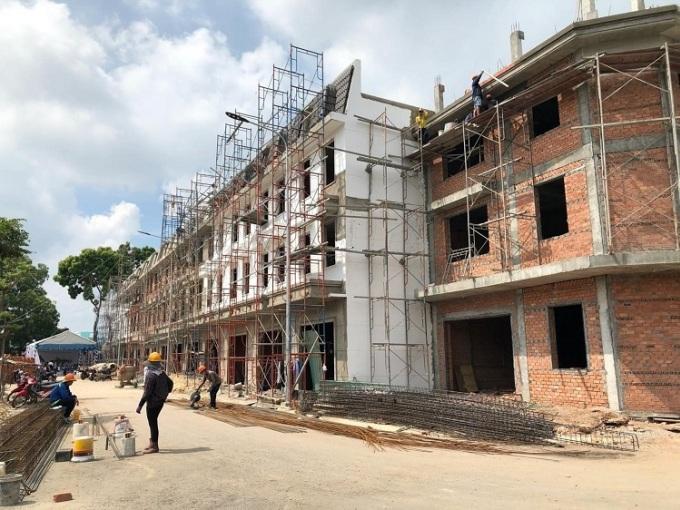 Các hạng mục xây dựng tại dự án đang gấp rút hoàn thiện.