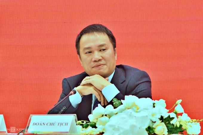 Ông Hồ Hùng Anh, Chủ tịch Techcombank, tại phiên họp sáng nay. Ảnh: Minh Sơn.