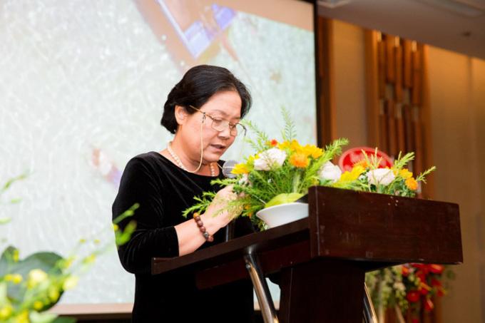 Bà Bạch Tuyết Mai- Chủ tịch HĐQT Công ty HTĐT Corp phát biểu.