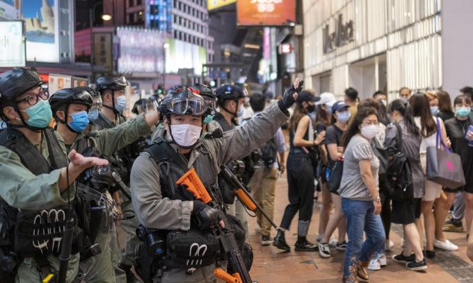 Trung Quốc ngày một chi phối kinh tế Hong Kong